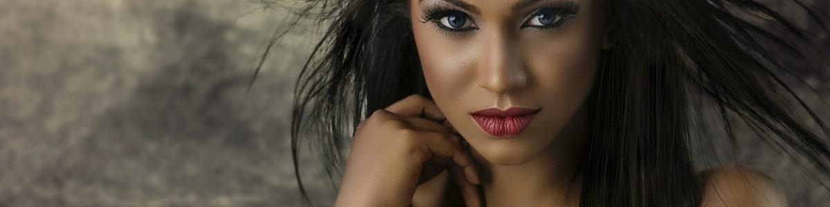 Countouring: Näin teet kasvojen varjostukset ja korostukset luonnolliseen meikkiin